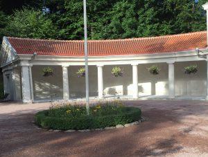 Bild på huset vid Järnbrunnen i Ramlösa brunnspark.